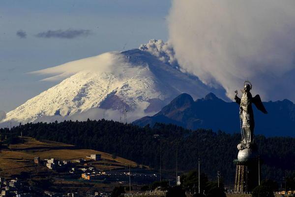 فعالیت یک کوه آتشفشانی در مرکز اکوادور