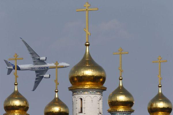 پرواز یک ایرباس در نمایشگاه هوایی در شهر ژوکوفسکی روسیه