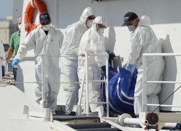 انتقال اجساد قربانیان مهاجر در سواحل ایتالیا