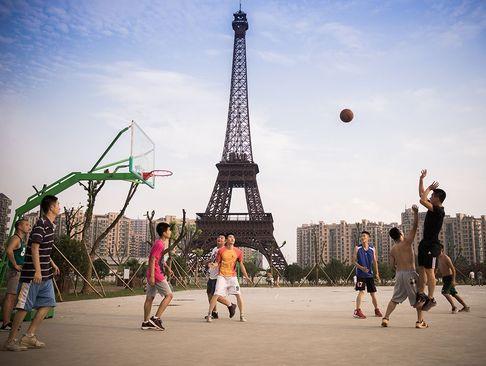 شهر هانگژو در شرق چین به دلیل وجود ماکت برج ایفل به پاریس دوم مشهور شده است
