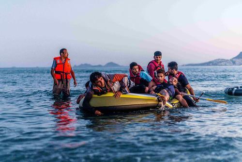 موج ورود قایق های کوچک و بزرگ حال پناهجویان و مهاجران آسیایی به جزایر یونان ادامه دارد