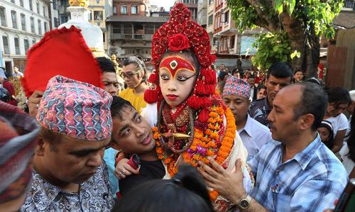 اجرای یک مراسم آیینی بوداییان تبت در معبدی در شهر کاتماندو نپال