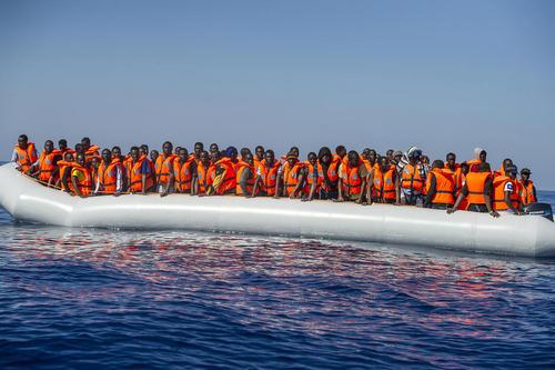 نجات قایق حامل 100 مهاجر نیجریه ای در سواحل ایتالیا