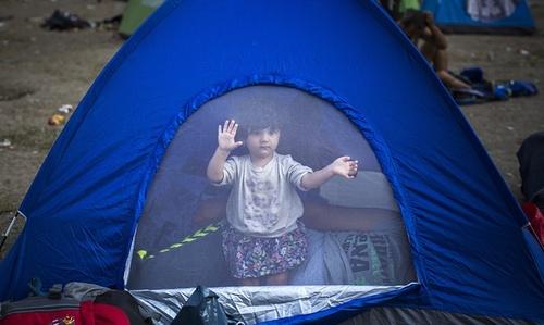 چادر مهاجران آسیایی در پارک های بزرگ شهر بلگراد پایتخت صربستان