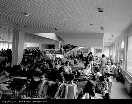 خبرنگاران در مرکز مطبوعات هفتمین دوره بازی های آسیایی تهران حضور دارند