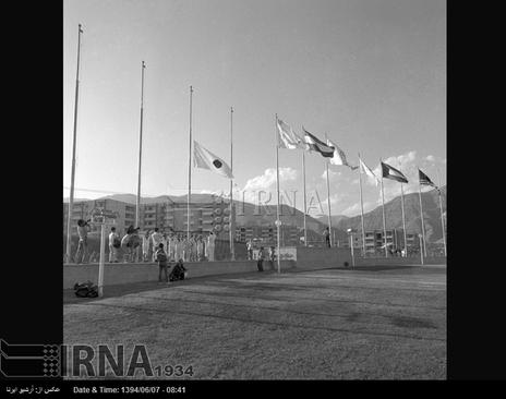 پرچم کشورهای شرکت کننده در هفتمین دوره بازی های آسیایی تهران ، در دهکده المپیک برافراشته می شود