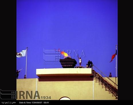 10شهریور 1353-مشعل بازی های آسیایی در مراسم افتتاح هفتمین دوره آن، در استادیوم آریامهر تهران( آزادی کنونی ) روشن می شود