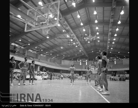 مسابقه بسکتبال میان تیم ملی ایران و تیم ملی بحرین در هفتمین دوره بازی های آسیایی تهران برگزار می شود