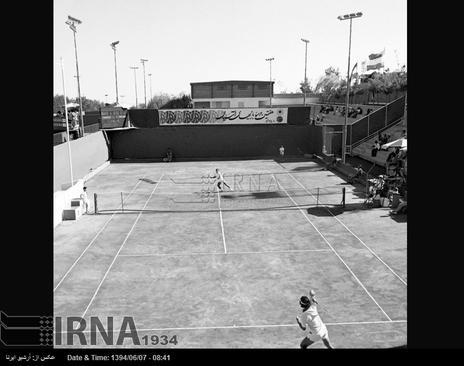 محل برگزاری مسابقات تنیس ، در هفتمین دوره بازی های آسیایی تهران در در تصویر دیده می شود