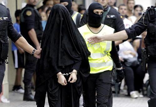 دستگیری یک دختر 18 ساله مراکشی در اسپانیا به اتهام ارتباط با گروه های تندرو تروریستی