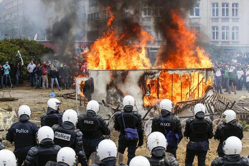 تظاهرات  کشاورزان و دامداران اروپایی در بروکسل بلژیک در اعتراض به سیاست های کشاورزی اتحادیه اروپا