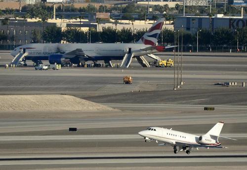 آتش سوزی موتور یک بویینک متعلق به خطوط هوایی بریتانیا در فرودگاه بین المللی لاس وگاس منجر به زخمی شدن 14 مسافر شد