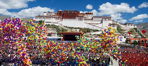 جشن پنجاهمین سالگرد خودمختاری تبت در شهر لهاسا