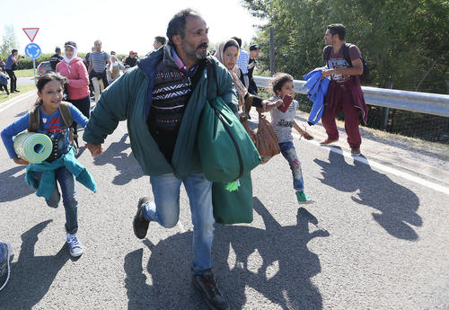 رسیدن پناهجویان آسیایی (سوری) به مرز مجارستان