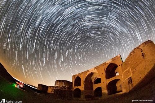 رد ستارگان دور قطبي بر فراز كاروانسراي دير گچين گرمسار