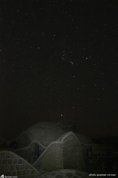 ستارگان صورت فلكي جبار بر فراز كاروانسراي قصر بهرام، كوير مركزي ايران