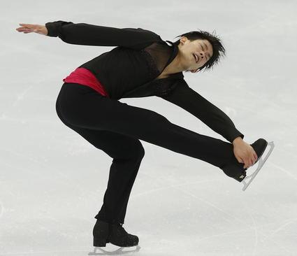 نمایش اسکیت باز ژاپنی در جریان رقابت های بین المللی اسکیت روی یخ در مسکو