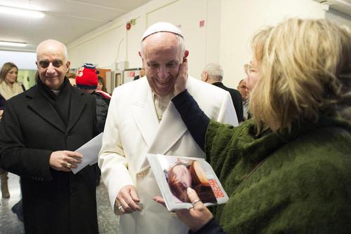 بازدید پاپ فرانسیس از یک آسایشگاه سالمندان در شهر رم