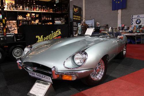 یک خودروی جگوار در نمایشگاه خودروهای کلاسیک در ماستریخت هلند