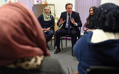 بازدید دیوید کامرون نخست وزیر بریتانیا از کلاس آموزش زبان انگلیسی به مهاجران در شهر لیدز انگلیس