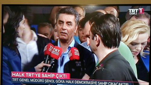 شبکه تی ار تی ترکیه که به تصرف مخالفان در آمده بود دوباره پخش برنامههایش را به صورت عادی از سر گرفت. کارکنان این شبکه گفتهاند که توسط کودتاچیان به گروگان گرفته شده بودند.