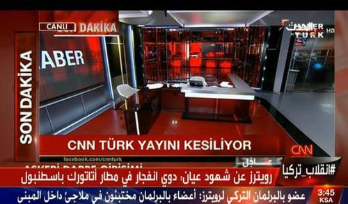 با ورود نظامیان کودتا به شبکه سی ان ان ترک، استدیوهای این شبکه خالی و پخش متوقف شد