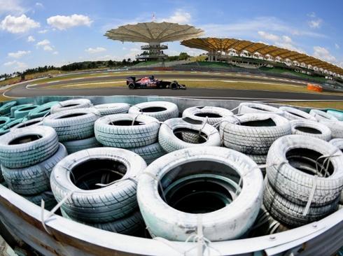 پیست سرعت مسابقات ماشین سواری در مالزی - خبرگزاری فرانسه