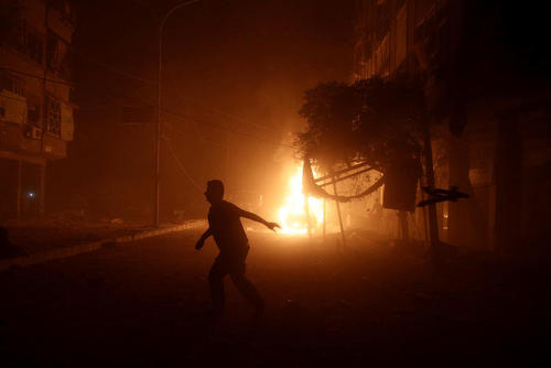 حمله هوایی به منطقه دوما در حومه شهر دمشق سوریه