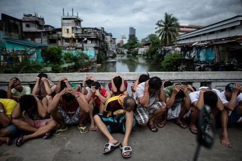 دستگیری مظنونان به قاچاق مواد مخدر در شهر مانیل فیلیپین