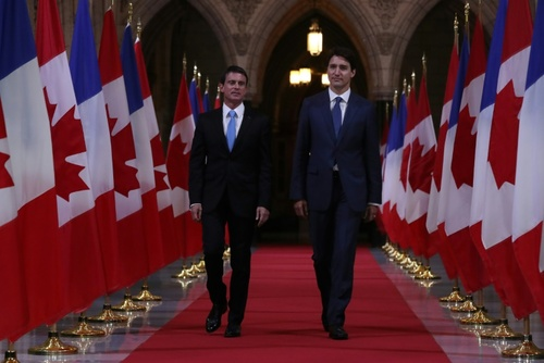 نخست وزیران کانادا و فرانسه در سالن تشریفات پارلمان کانادا در شهر اوتاوا - خبرگزاری فرانسه