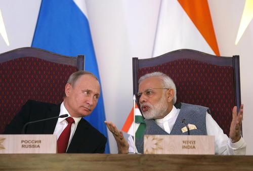 رهبران هند و روسیه در جلسه امضای یادداشت تفاهم های همکاری دو جانبه – هتلی در گوا هند