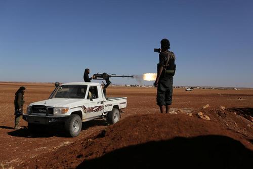نیروهای شورشی در حال نبرد با نیروهای دولتی سوریه در حومه شهر حلب