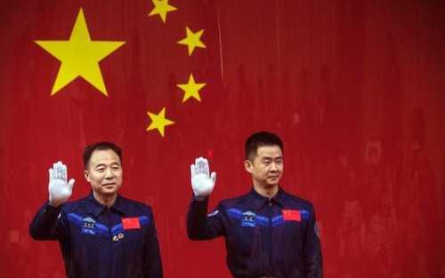 خداحافظی دو فضا نورد چینی پیش از اعزام به فضا