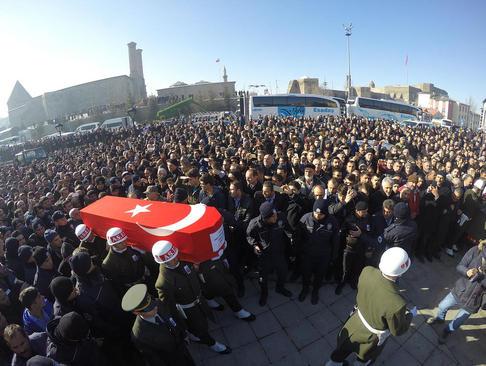 مراسم تشییع یک سرباز ارتش ترکیه که در درگیری با نیروهای پ.ک.ک کشته شده است – ارزروم