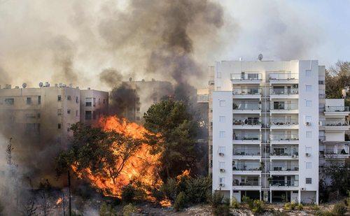 آتش سوزی گسترده در شهر حیفا در اسراییل
