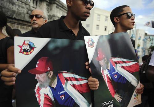 سوگواری حامیان حکومت کمونیستی کوبا در مرگ کاسترو
