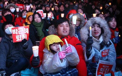 ادامه تظاهرات صدها هزار نفری در شهر سئول با درخواست استعفای رییس جمهور