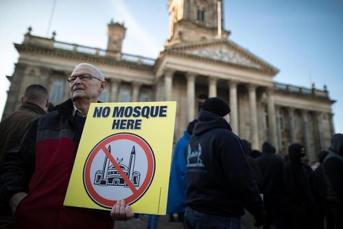 تظاهرات راست های افراطی انگلیس در شهر بولتون در اعتراض به ساخت یک مسجد