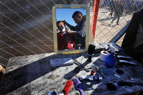 آرایشگاه صحرایی یک اردوگاه اسکان آوارگان جنگی در عراق