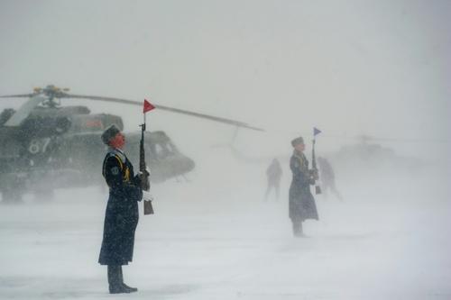 نیروهای گارد تشریفات ارتش بلاروس در مراسم ورود بالگردهای می  8 ام تی وی 5 خریداری شده از روسیه/ خبرگزاری فرانسه