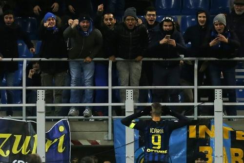 مهاجم اینترمیلان ماورو ایکاردی خوشحال از گل زدن در یکی از مسابقات لیگ ایتالیا/ خبرگزاری فرانسه