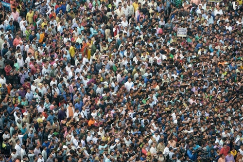 تظاهرات گسترده در شهر دهلی نو پایتخت هند در اعتراض به برنامه دولت برای باطل کردن اسکناس های درشت/ خبرگزاری فرانسه