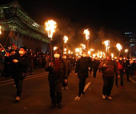 تظاهرات گسترده در شهر سئول کره جنوبی با درخواست استعفای رییس جمهور