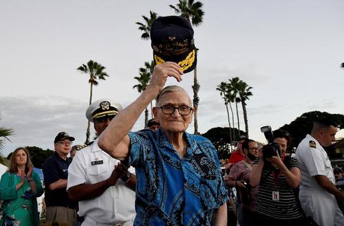 مراسم هفتادوپنجمین سالگرد حمله ژاپن به بندر پرل هاربر آمریکا در جریان جنگ دوم جهانی – جزیره فورد در ایالت هاوایی آمریکا
