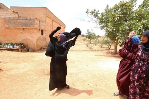خوشحالی زنان در روستایی در استان حلب سوریه از پایان دوران اشغال داعش