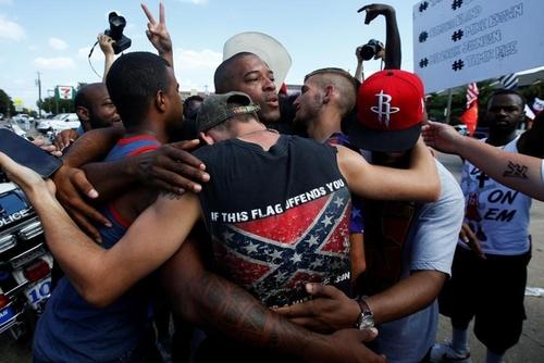 اعتراضات سیاهان آمریکا به خشونت پلیس