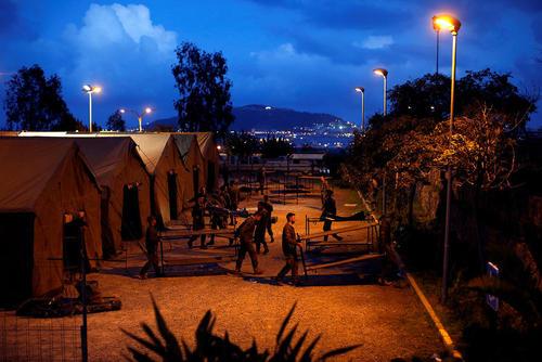 چادرهای اسکان پناهجویان آفریقایی تبار در درون مرز اسپانیا و در منطقه مرزی بین اسپانیا و مراکش