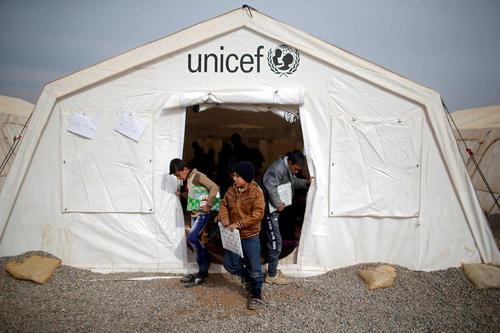 مدرسه صحرایی در یک اردوگاه آوارگان جنگی در عراق