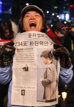 شادمانی از تعلیق رییس جمهور کره جنوبی به اتهام فساد و سوء استفاده مالی اطرافیانش – شهر سئول