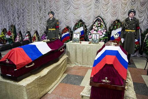 مراسم تشییع و تدفین دو پرستار روسی که در شهر حلب سوریه کشته شده اند – روسیه